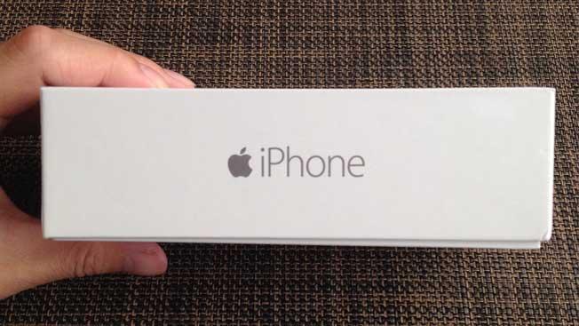 やっと手に入れたiPhone6遅かったけどなんだかんだで嬉しいです実は